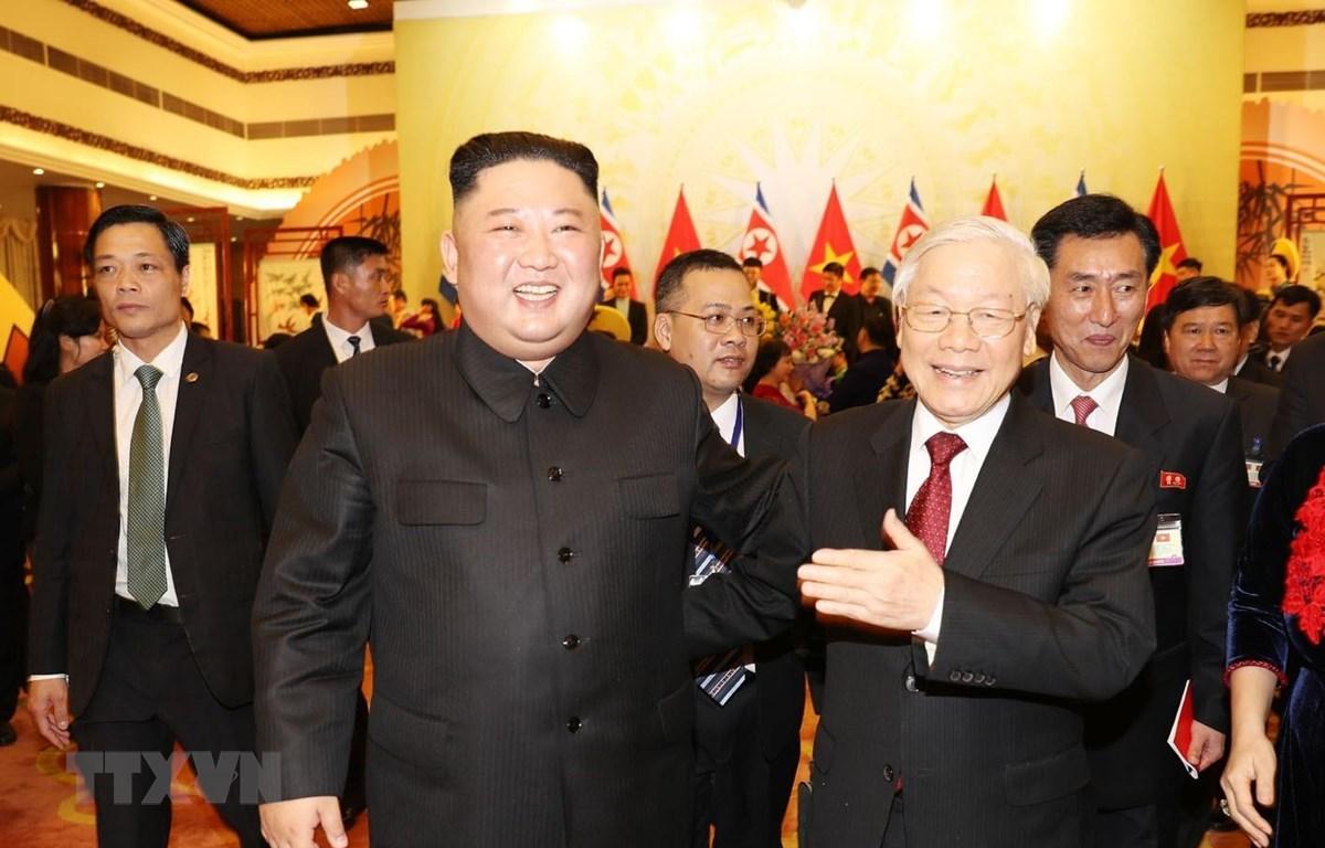 Tổng Bí thư, Chủ tịch nước Nguyễn Phú Trọng tiễn Chủ tịch Triều Tiên Kim Jong-un sau buổi tiệc chiêu đãi tối 1/3. (Ảnh: Trí Dũng/TTXVN)