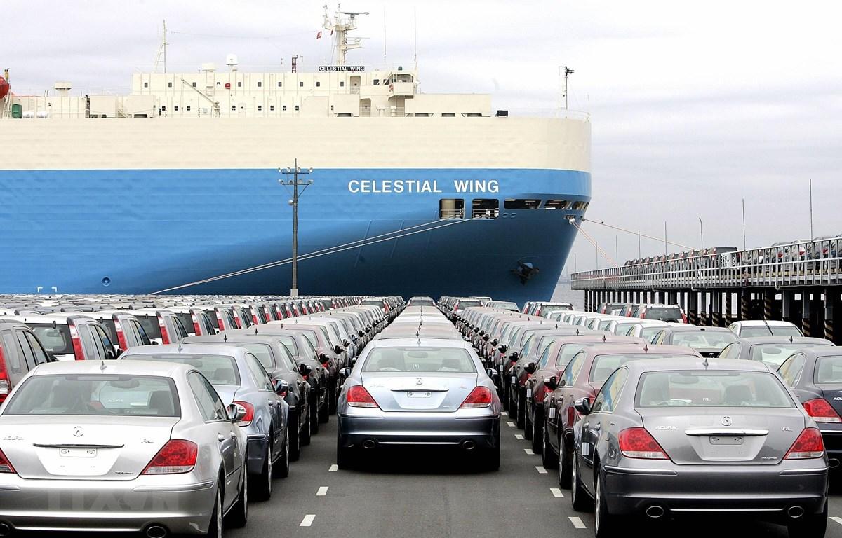 Xe ôtô của Tập đoàn Honda, Nhật Bản, chờ để xếp lên tàu hàng tại cảng Narashino, ngoại ô Tokyo. (Nguồn: AFP/TTXVN)