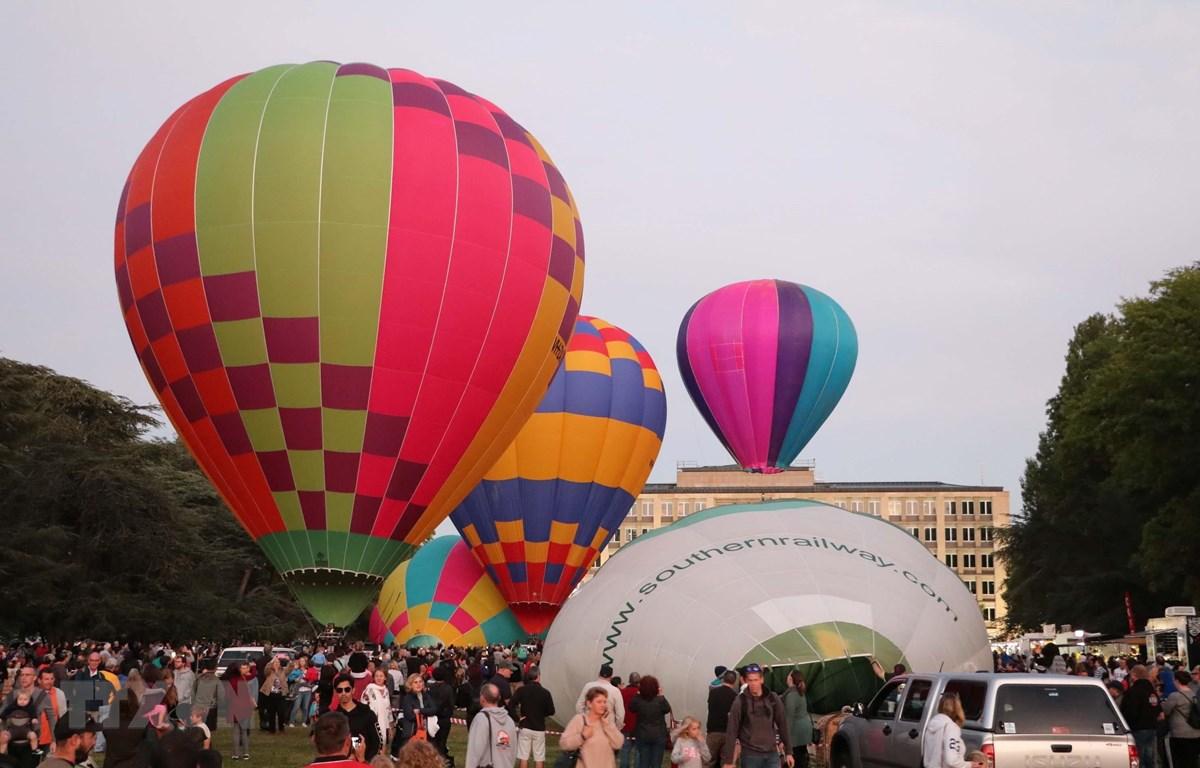 Khinh khí cầu đủ màu sắc rực rỡ. (Ảnh: Nguyễn Minh/TTXVN)
