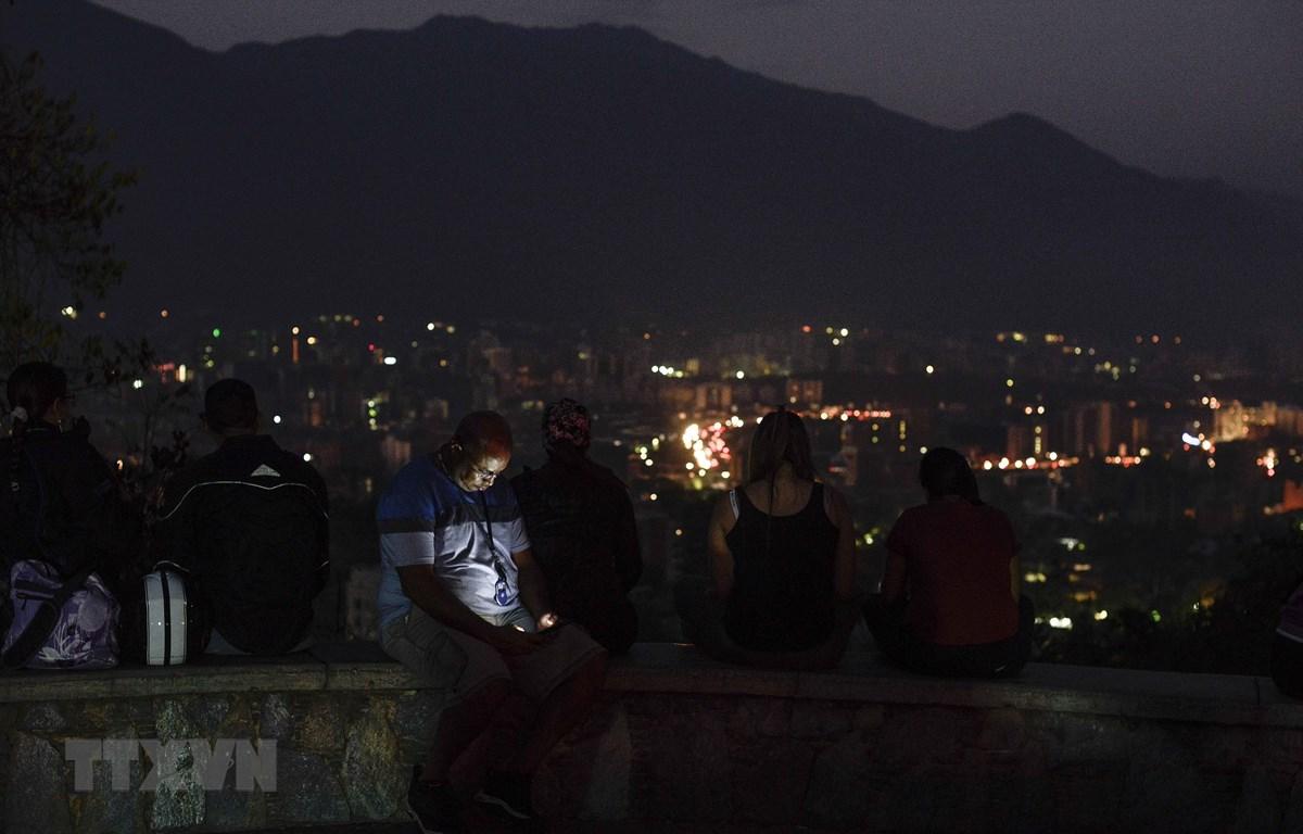 Cảnh mất điện tại Caracas, Venezuela, ngày 9/3/2019. (Nguồn: AFP/TTXVN)