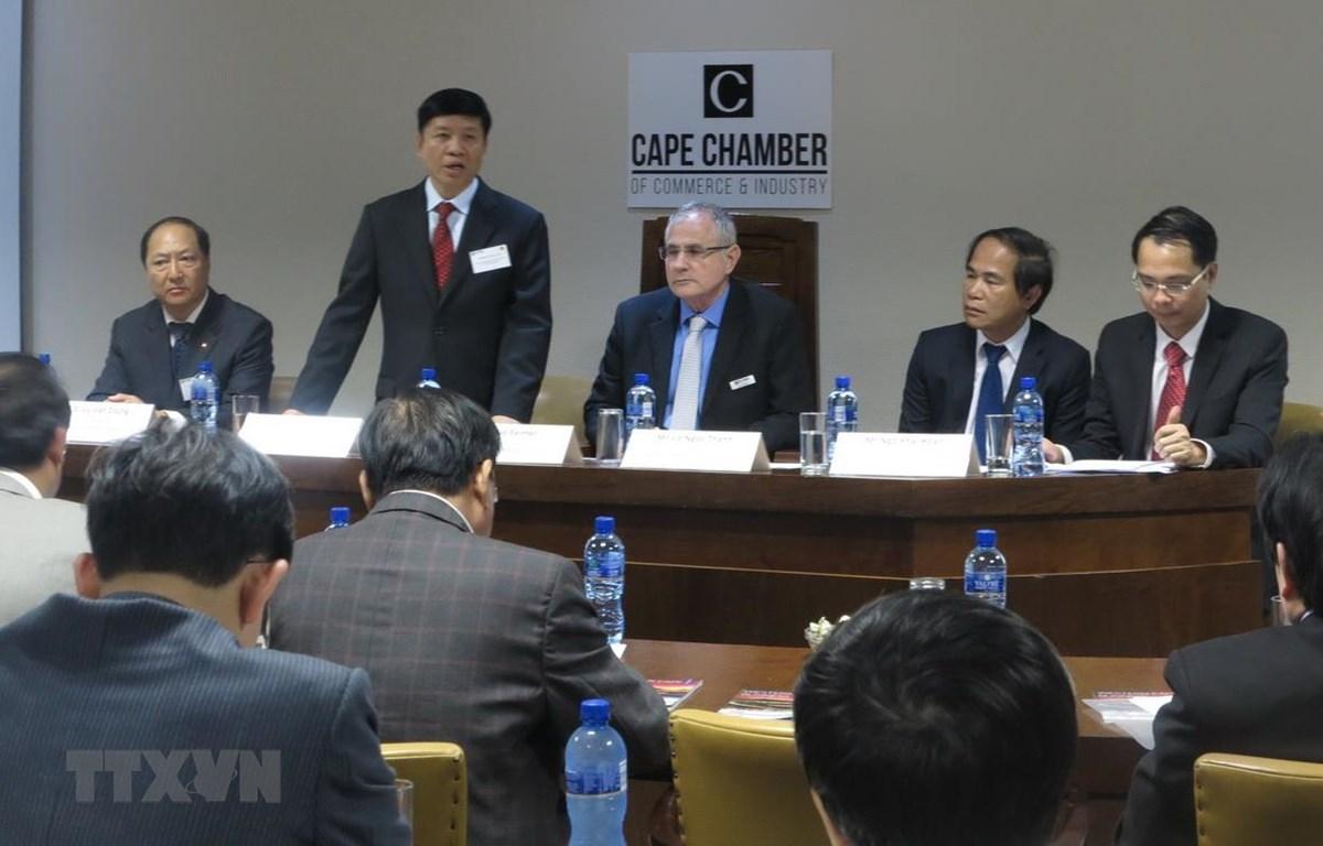Thứ trưởng Bộ Ngoại giao Nguyễn Quốc Cường phát biểu tại Tọa đàm. (Ảnh: Đình Lượng/TTXVN)