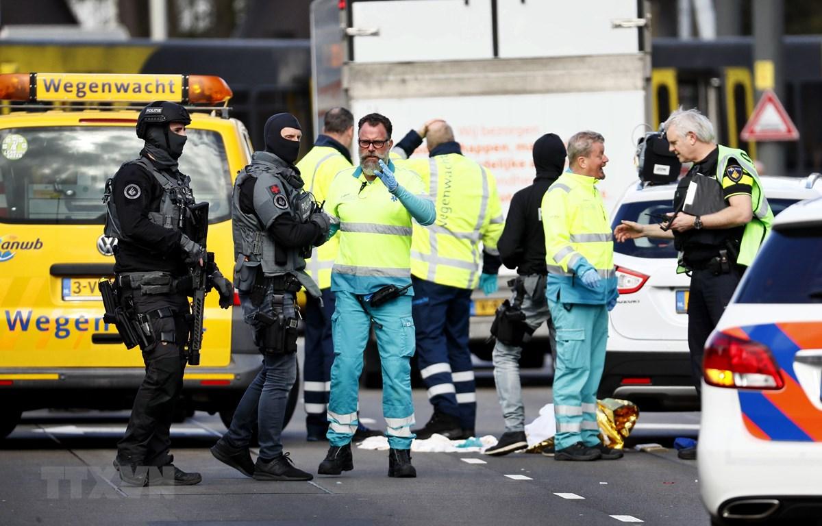 Cảnh sát điều tra tại hiện trường vụ xả súng ở Utrecht, Hà Lan, ngày 18/3/2019. (Nguồn: AFP/ TTXVN)