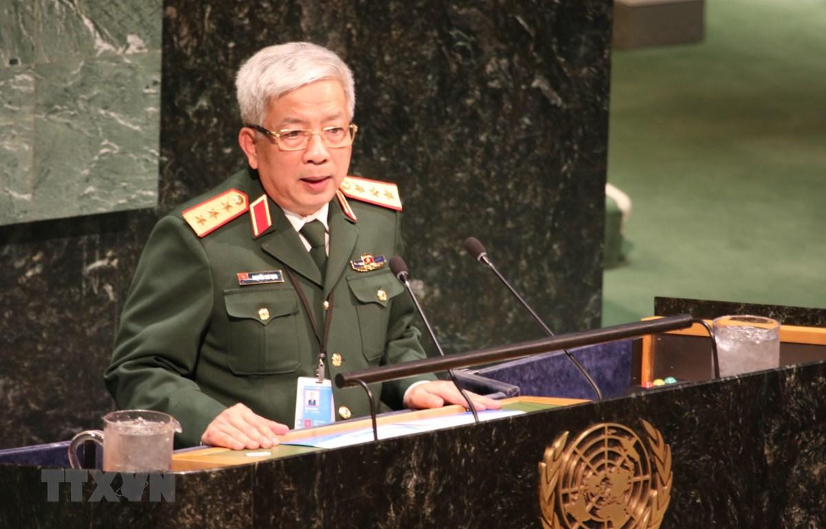 Thượng tướng Nguyễn Chí Vịnh, Thứ trưởng Bộ Quốc phòng phát biểu tại Hội nghị. (Ảnh: Hữu Thanh/TTXVN)