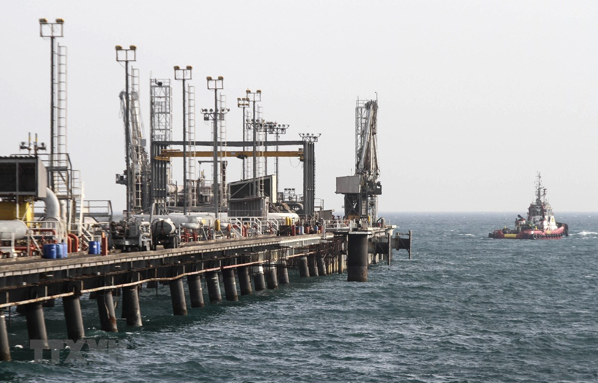 Cơ sở lọc dầu trên đảo Khark, tỉnh Bushehr (Iran), ngoài khơi vùng Vịnh. (Nguồn: AFP/TTXVN)