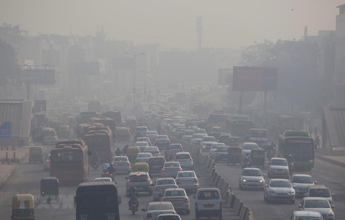 Khói mù ô nhiễm bao phủ dày đặc tại New Delhi, Ấn Độ. (Nguồn: AFP/TTXVN)