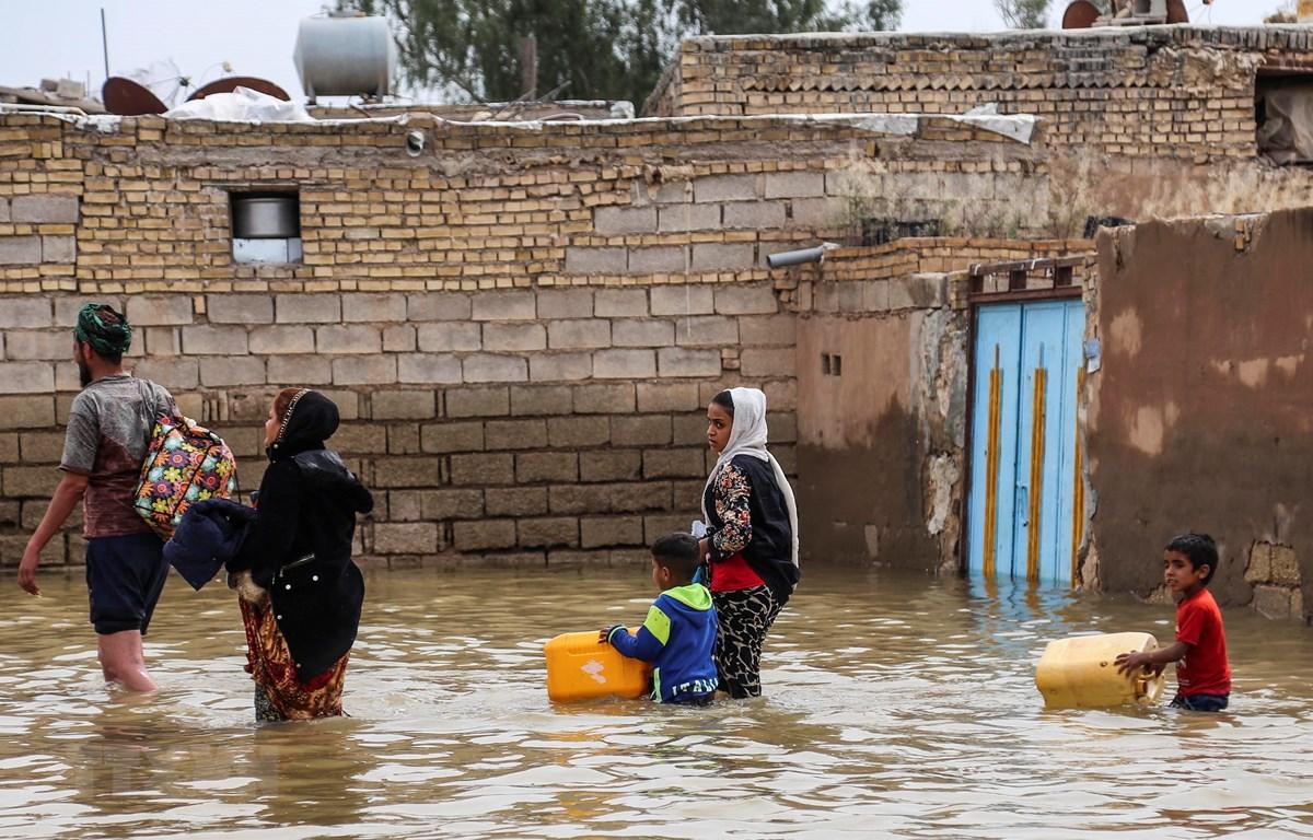 Cảnh ngập lụt tại Ahvaz, tỉnh Khuzestan, Iran, ngày 31/3/2019. (Nguồn: AFP/TTXVN)