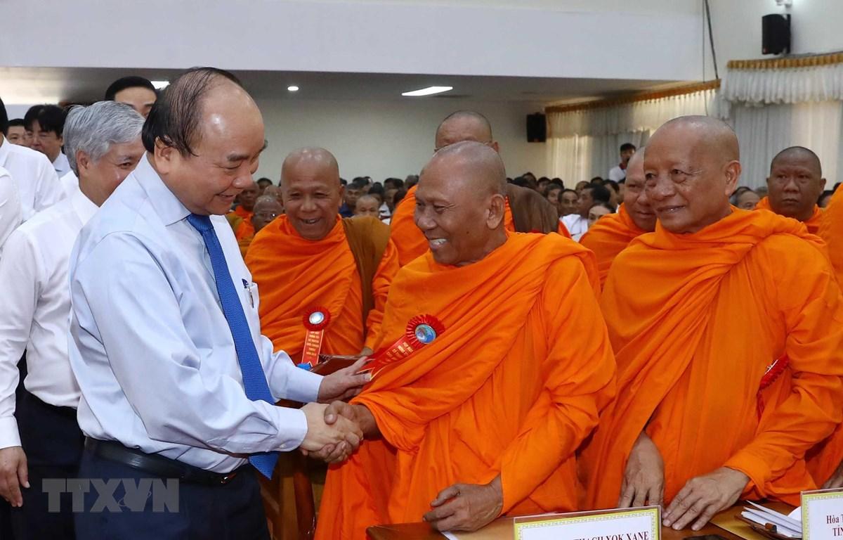 Thủ tướng Nguyễn Xuân Phúc dự gặp mặt đại biểu tiêu biểu dân tộc Khmer nhân dịp Tết cổ truyền Chôl Chnăm Thmây 2019. (Ảnh: Thống Nhất/TTXVN)