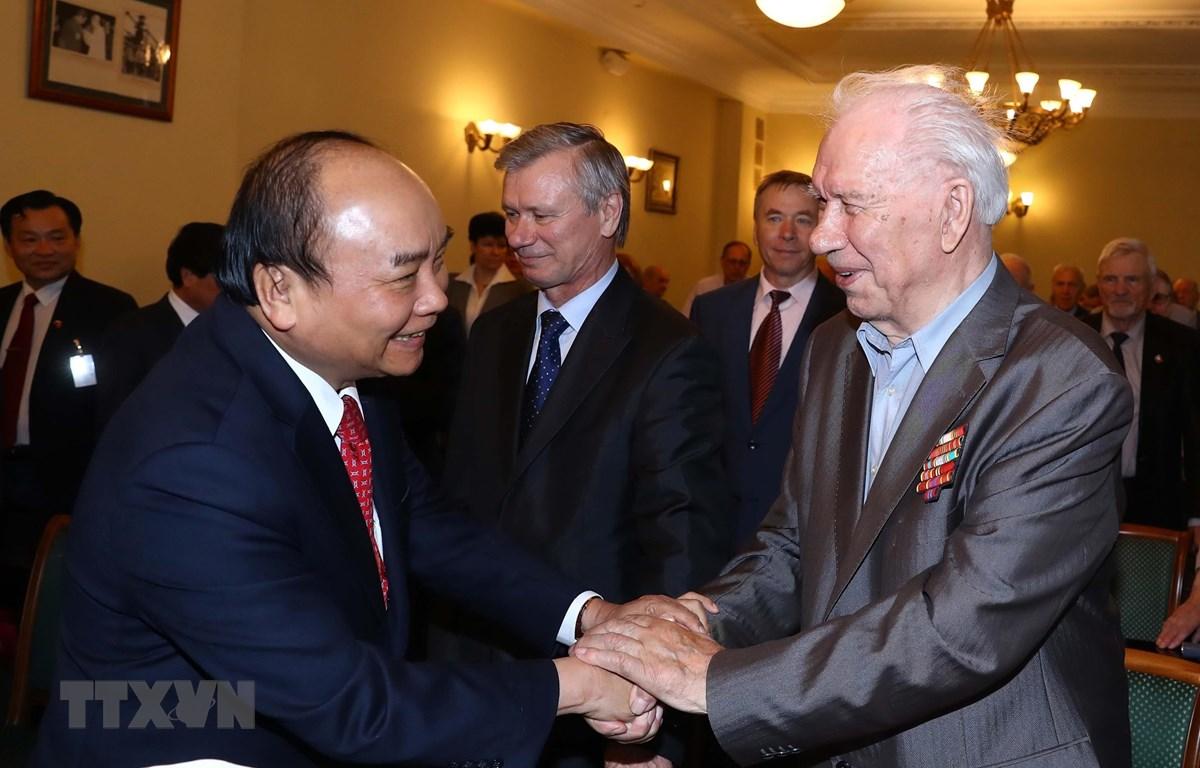 Thủ tướng Nguyễn Xuân Phúc và các đại biểu. (Ảnh: Thống Nhất/TTXVN)