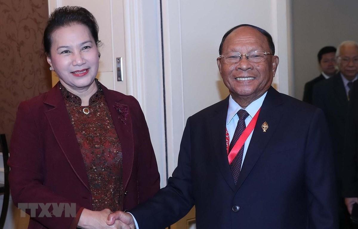 Chủ tịch Quốc hội Nguyễn Thị Kim Ngân và Chủ tịch Quốc hội Campuchia Samdech Heng Samrin. (Ảnh: Trọng Đức/TTXVN)