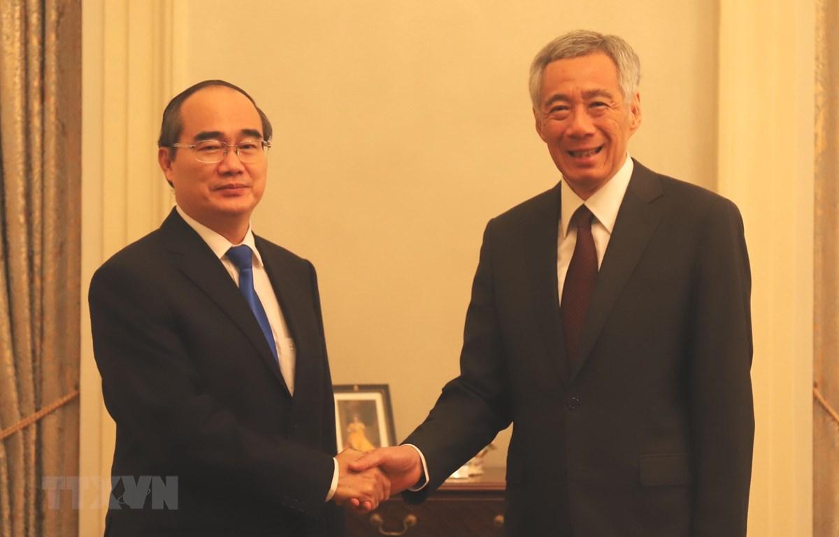 Bí thư Thành ủy Thành phố Hồ Chí Minh Nguyễn Thiện Nhân và Thủ tướng Singapore Lý Hiển Long. (Ảnh: Xuân Vịnh/TTXVN)