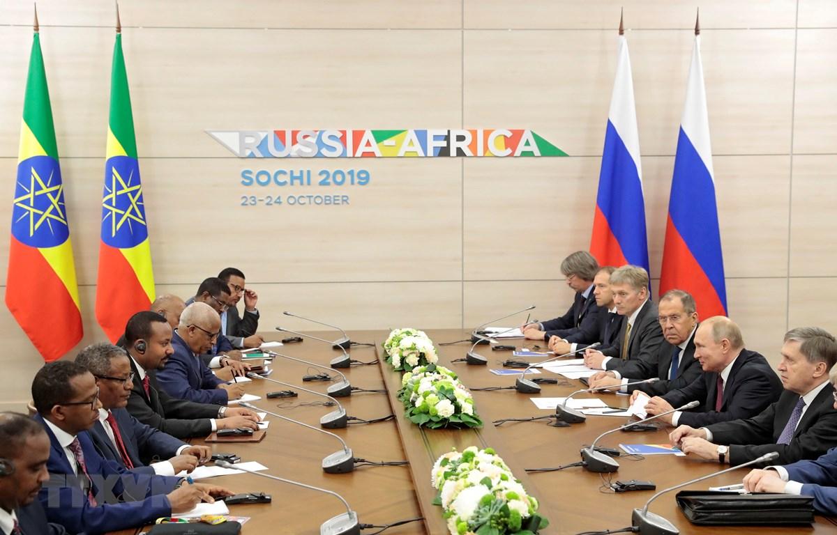 Các nhà lãnh đạo tham dự Hội nghị thượng đỉnh Nga-châu Phi ở Sochi, Nga, ngày 23/10. (Nguồn: AFP/TTXVN)