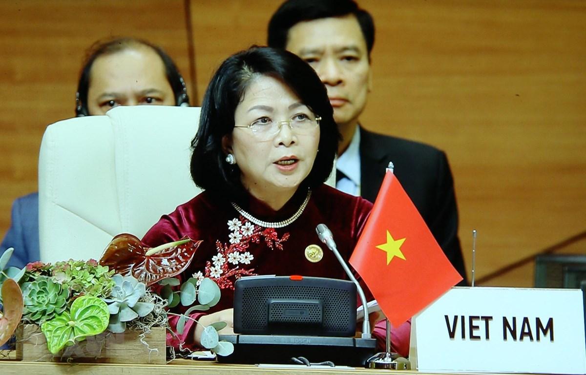 Phó Chủ tịch nước Đặng Thị Ngọc Thịnh dự và phát biểu tại Hội nghị Cấp cao lần thứ 18 Phong trào Không liên kết. (Ảnh: Phương Hoa/TTXVN)