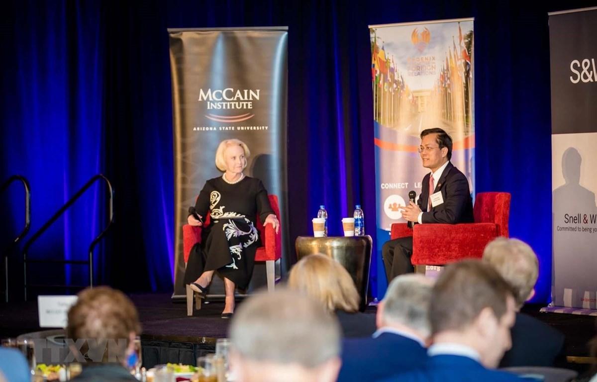 Đại sứ Hà Kim Ngọc trao đổi tại Hội thảo 25 năm quan hệ đối tác Việt Nam - Hoa Kỳ và Cơ hội cho tương lai: Góc nhìn từ Arizona. (Nguồn: TTXVN)