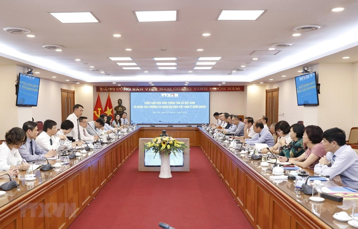 Tổng Giám đốc Thông tấn xã Việt Nam Nguyễn Đức Lợi phát biểu tại buổi làm việc với các Trưởng cơ quan đại diện Việt Nam tại nước ngoài mới được tiến cử năm 2020. (Ảnh: Dương Giang/TTXVN)