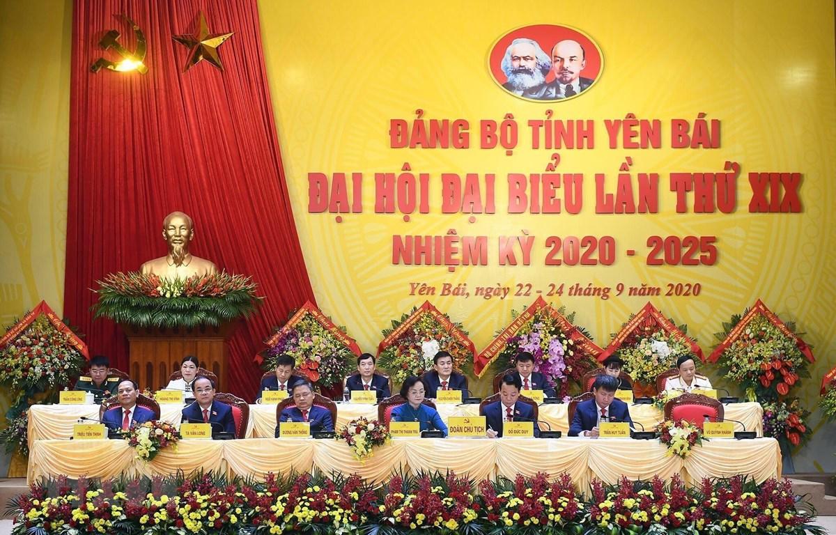 Đoàn Chủ tịch Đại hội đại biểu Đảng bộ tỉnh Yên Bái lần thứ XIX, nhiệm kỳ (2020-2025). (Ảnh: Tuấn Anh/TTXVN)