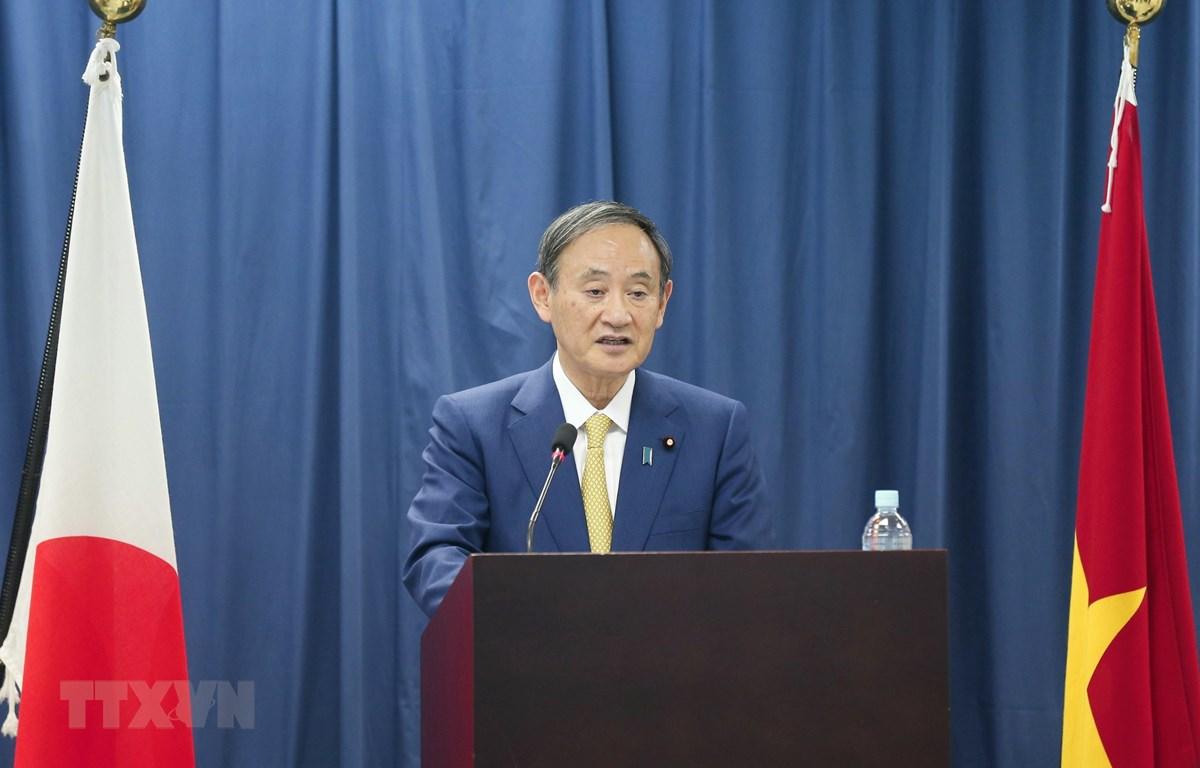 Thủ tướng Nhật Bản Suga Yoshihide phát biểu tại Trường Đại học Việt-Nhật (Đại học Quốc gia Hà Nội). (Ảnh: Doãn Tấn/TTXVN)