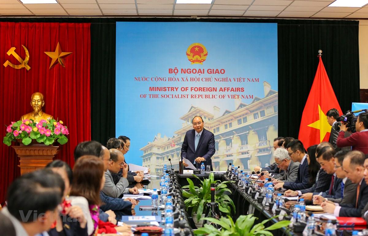 Thủ tướng Nguyễn Xuân Phúc đã có buổi làm việc, kiểm tra và chỉ đạo công tác của Bộ Ngoại giao trước thềm Hội nghị thượng đỉnh Hoa Kỳ-Triều Tiên lần 2. (Ảnh: Minh Sơn/Vietnam+)