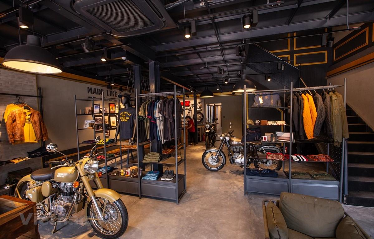 Showroom được thiết kế với triết lý tối giản. (Ảnh: Minh Sơn/Vietnam+)