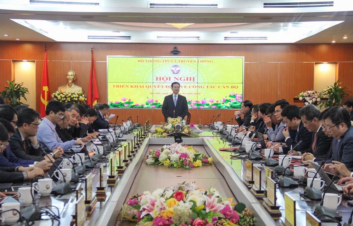 Bộ trưởng Bộ Thông tin và Truyền thông Nguyễn Mạnh Hùng chủ trì hội nghị triển khai quyết định công tác cán bộ. (Ảnh: Ngô Lộc)