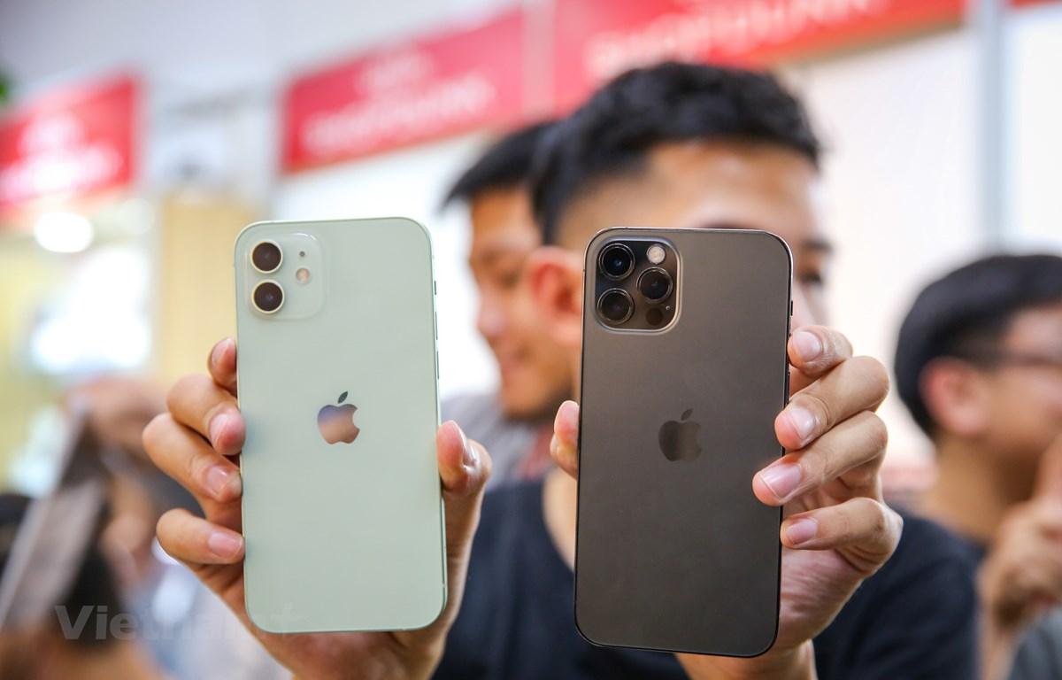 2 mẫu iPhone 12 và iPhone 12 Pro đã xuất hiện tại Việt Nam. (Ảnh: Minh Sơn/Vietnam+)