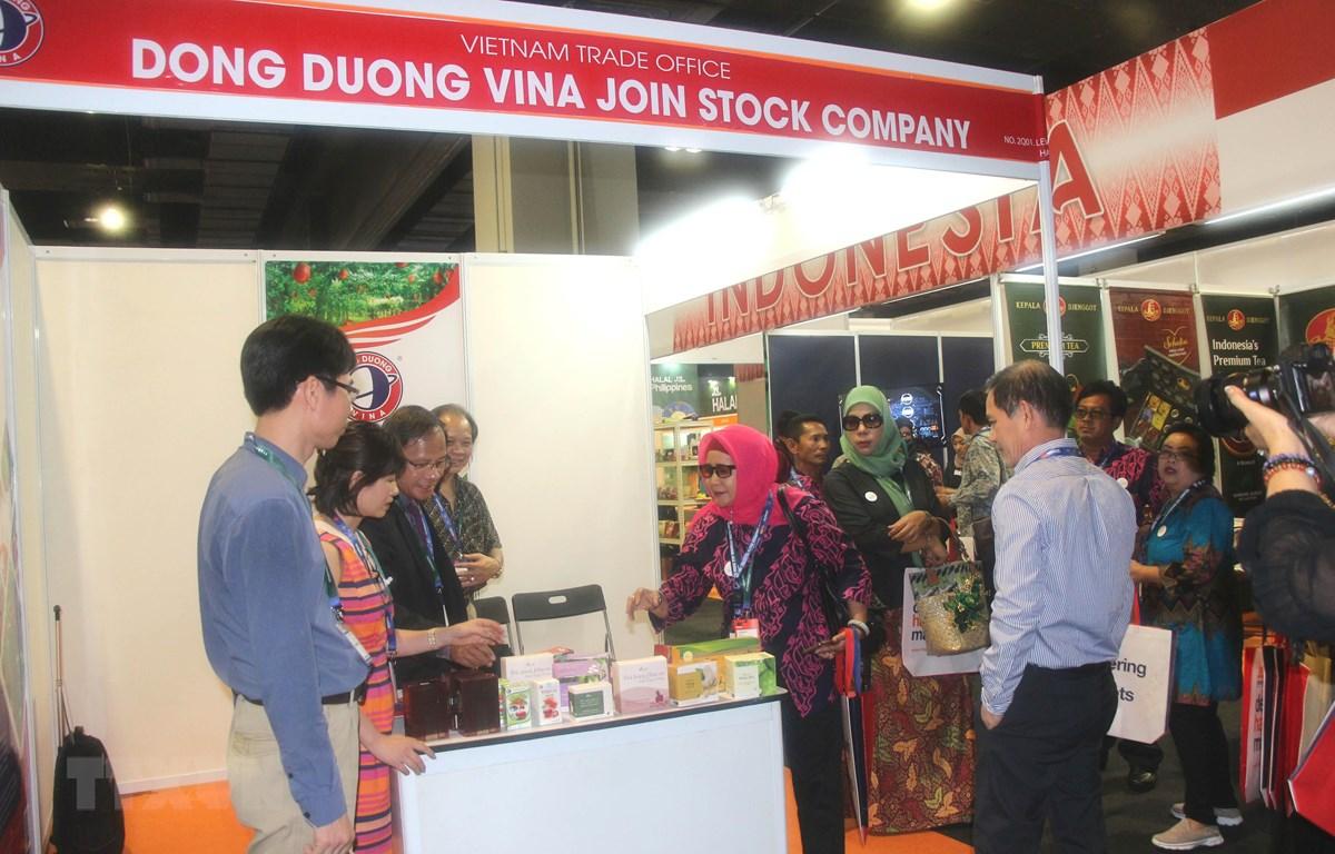 Gian hàng của Việt Nam tham dự triển lãm. (Nguồn: Hoàng Nhương/TTXVN)