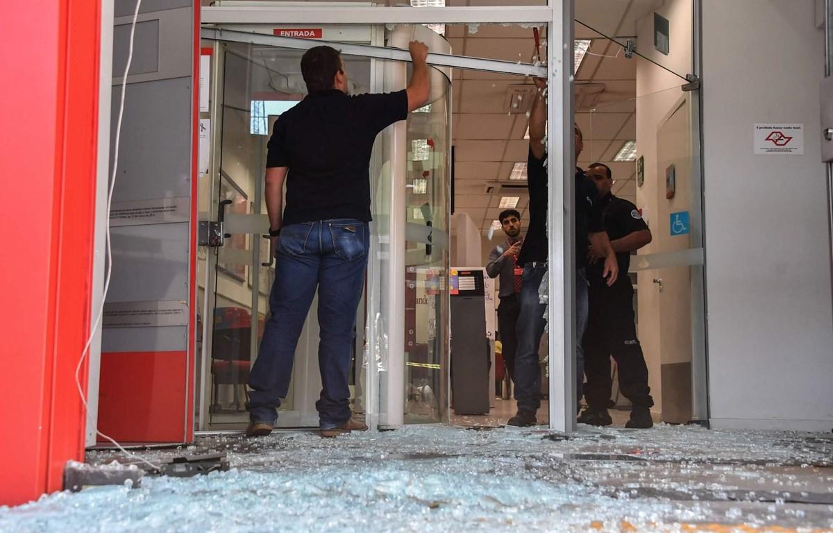 Hiện trường vụ cướp ngân hàng ở Brazil. (Nguồn: The Japan Times)