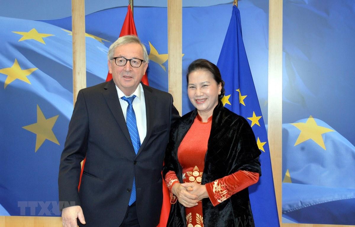 Chủ tịch Quốc hội Nguyễn Thị Kim Ngân hội kiến Chủ tịch Ủy ban châu Âu Jean-Claude Juncker. (Nguồn: Trọng Đức/TTXVN)