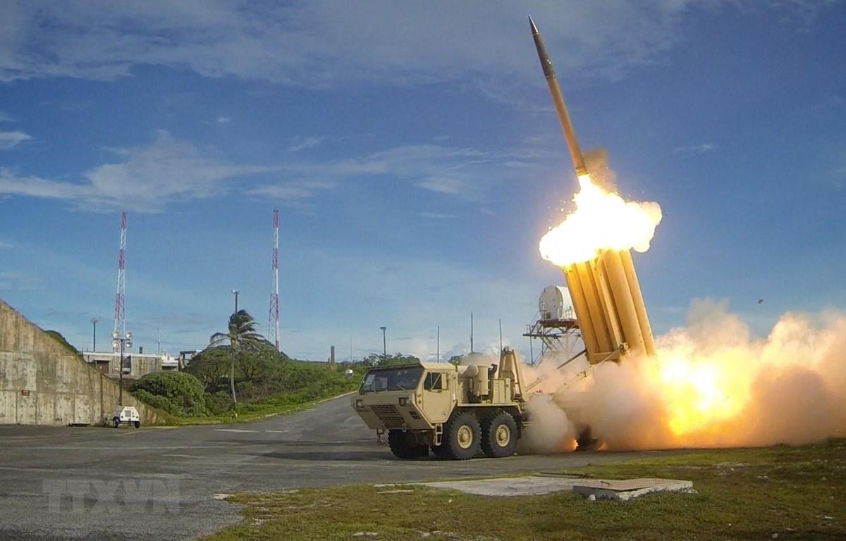 Ảnh tư liệu: Một vụ thử Hệ thống phòng thủ tên lửa tầm cao giai đoạn cuối (THAAD) của Mỹ. (Nguồn: AFP/TTXVN)