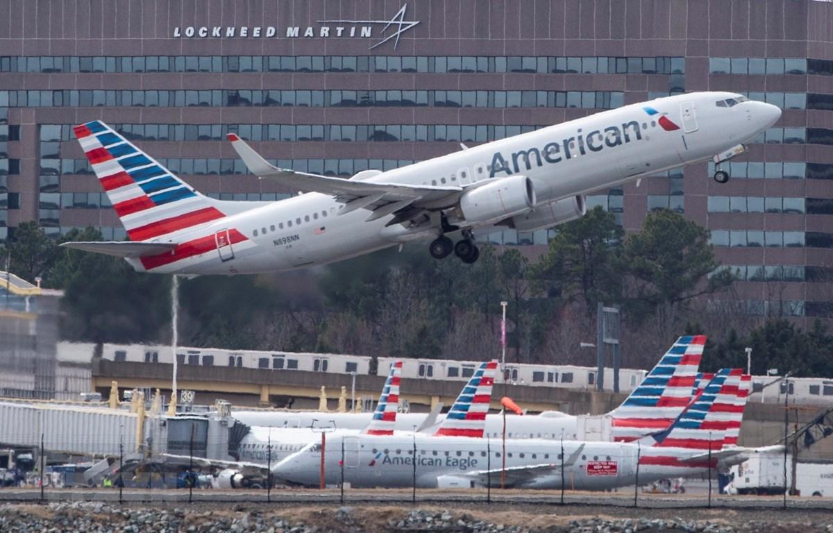 Máy bay Boeing 737 của American Airlines cất cánh từ sân bay quốc gia Ronald Reagan Washington ở Arlington, bang Virginia, Mỹ ngày 11/3. (Nguồn: AFP/TTXVN)