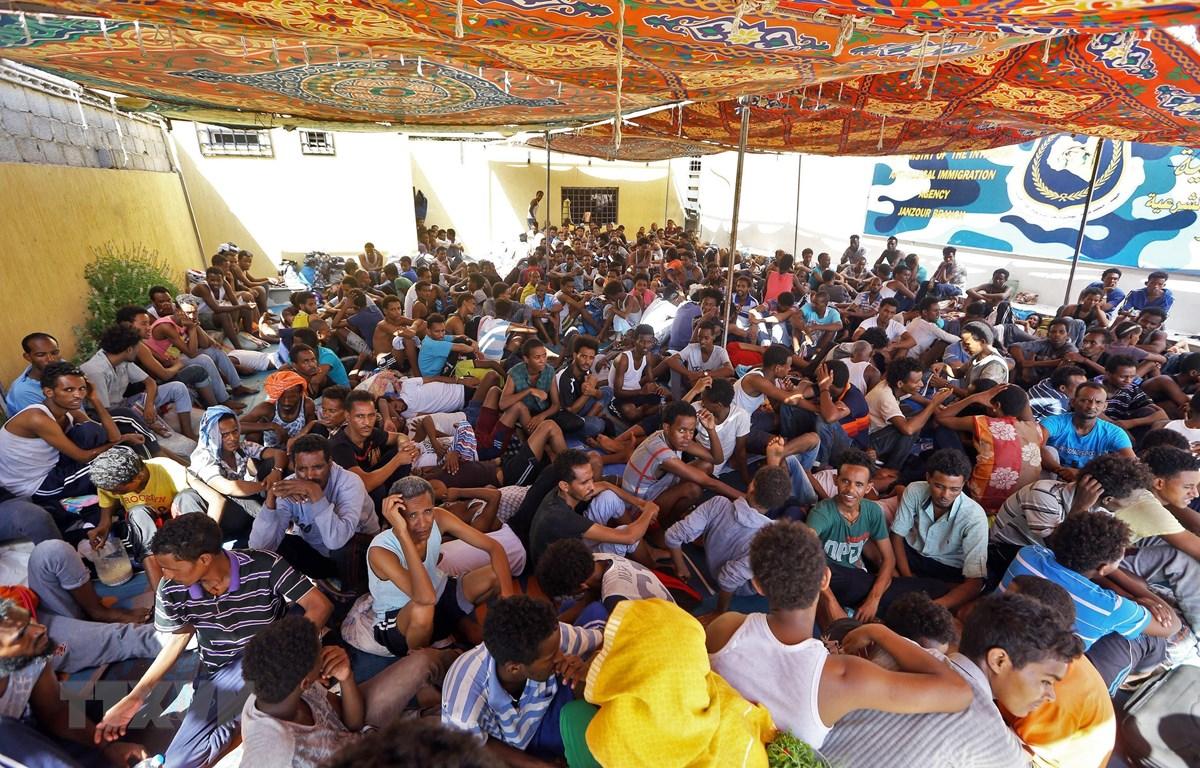 Người tị nạn tại khu lều tạm Ganzour sau khi phải sơ tán tránh xung đột tại Tripoli, Libya, ngày 5/9/2018. (Nguồn: AFP/ TTXVN)