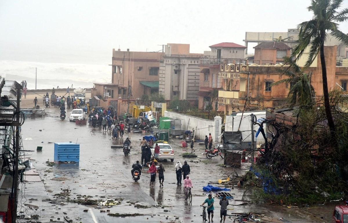 Cảnh tàn phá sau khi siêu bão Fani quét qua Puri, Ấn Độ ngày 3/5. (Ảnh: THX/TTXVN)