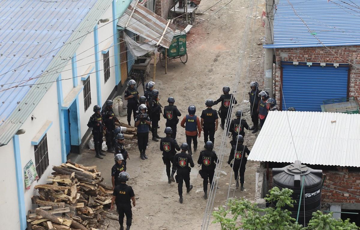 Lực lượng phản ứng nhanh Bangladesh tham gia chiến dịch truy quét phiến quân ở thủ đô Dhaka ngày 29/4/2019. (Ảnh: THX/TTXVN)