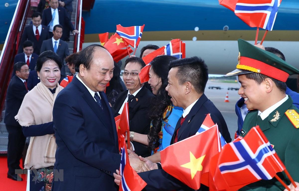 Lễ đón Thủ tướng Nguyễn Xuân Phúc và Phu nhân tại sân bay Gardermoen, Oslo, Vương quốc Na Uy. (Ảnh: Thống Nhất – TTXVN)