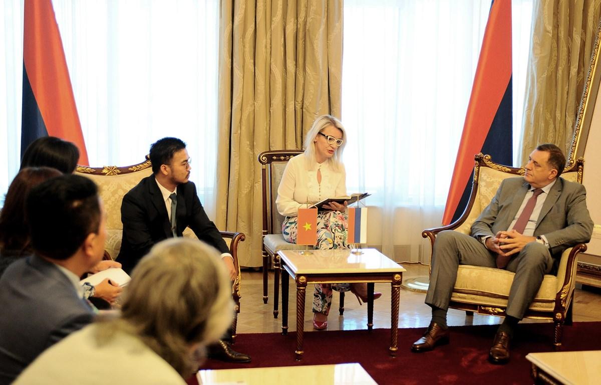 Tổng thống Bosnia & Herzegovina, ông Milorad Dodik trong buổi làm việc với tỷ phú Mai Vũ Minh tại phủ thổng thống. (Nguồn: Presidency of Bosnia and Herzegovina)