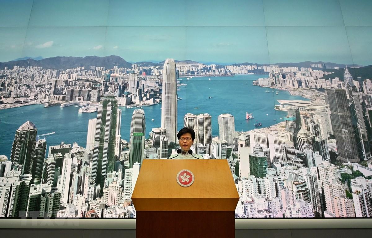 Người đứng đầu Đặc khu Hành chính Hong Kong (Trung Quốc) Lâm Trịnh Nguyệt Nga tại cuộc họp báo ở Hong Kong ngày 15/6. (Ảnh: AFP/TTXVN)