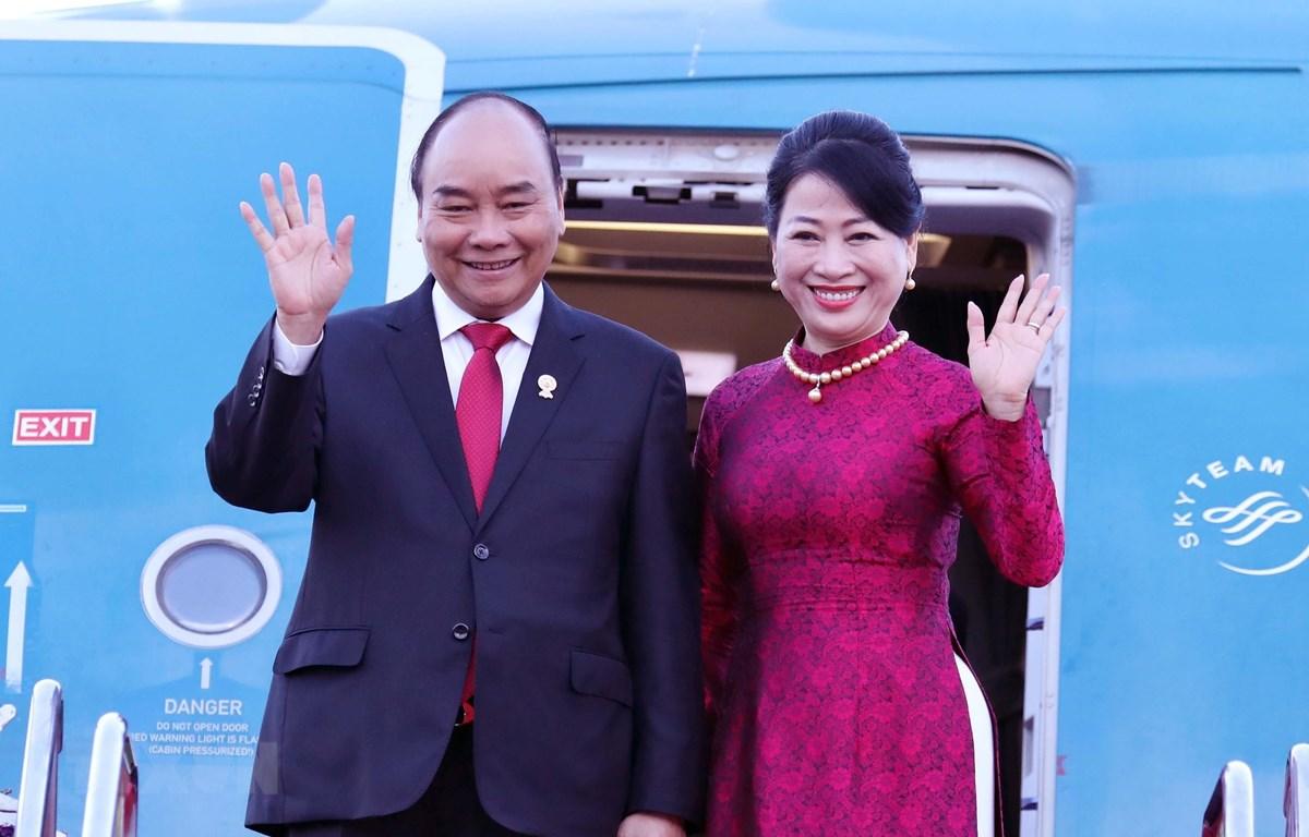 Thủ tướng Nguyễn Xuân Phúc và phu nhân tại sân bay quân sự Bangkok, Thái Lan. (Ảnh: Thống Nhất/TTXVN)