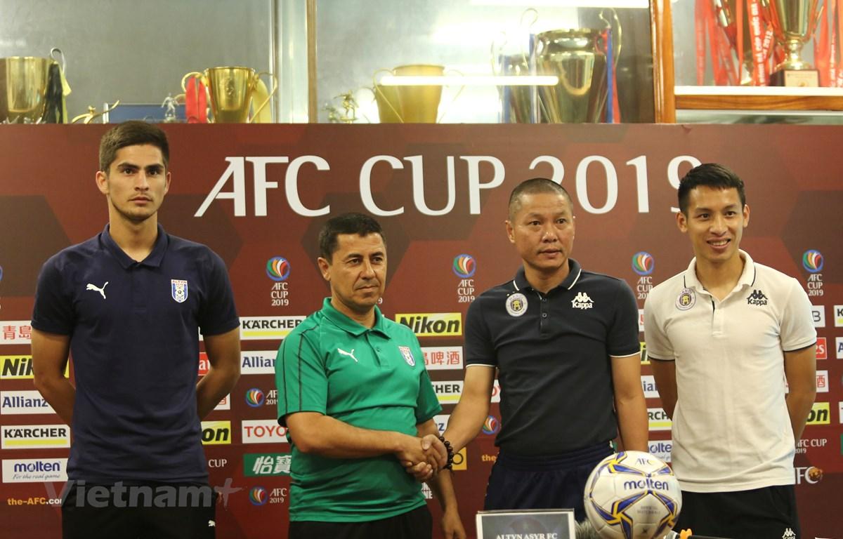 HLV Chu Đình Nghiêm khẳng định Hà Nội FC quyết giành chiến thắng trước Altyn Asyr tại bán kết liên khu vực AFC Cup 2019. (Ảnh: Nguyên An)