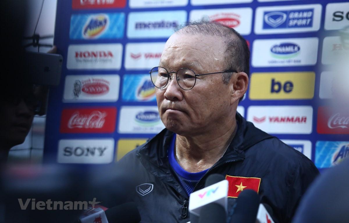 Huấn luyện viên Park Hang-seo chia sẻ chuyện đàm phán gia hạn hợp đồng với báo chí chiều 27/8. (Ảnh: Nguyên An)