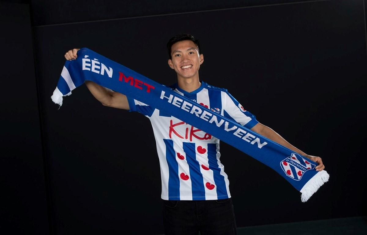 Đoàn Văn Hậu được HLV SC Heerenveen ấn tượng bởi kỹ thuật cá nhân khéo léo. (Ảnh: SC Heerenveen)