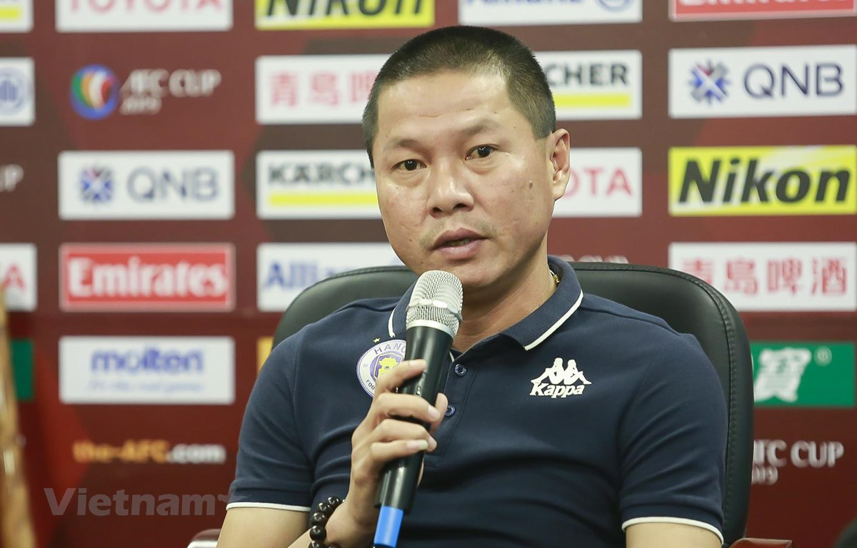 HLV Chu Đình Nghiêm cho rằng Quang Hải và Văn Quyết không phải những ngòi nổ duy nhất của Hà Nội FC. (Ảnh: Đăng Huy)