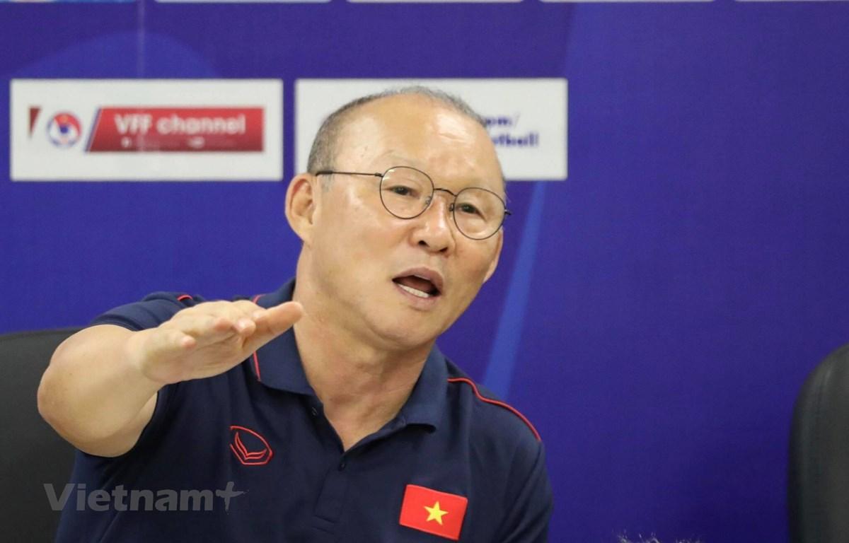 Huấn luyện viên Park Hang-seo khẳng định không bao giờ dạy cầu thủ tuyển Việt Nam chơi xấu hay cầu giờ. (Ảnh: HVKT)