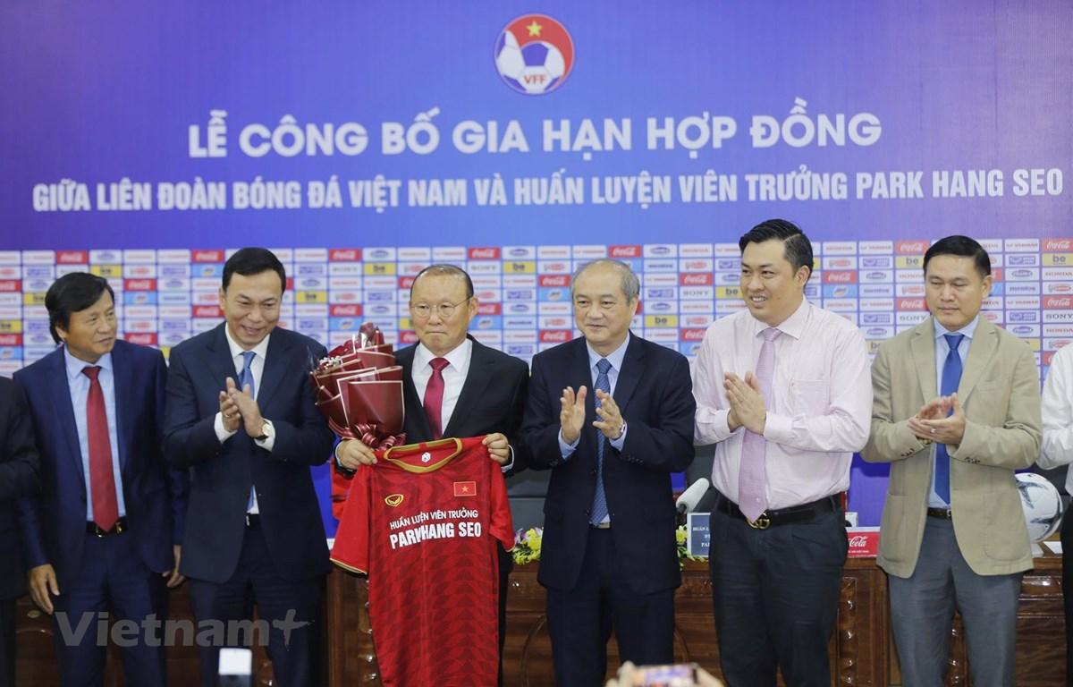 Huấn luyện viên Park Hang-seo tại buổi lễ công bố gia hạn hợp đồng sáng 7/11 tại trụ sở VFF. (Ảnh: Trọng Đạt)