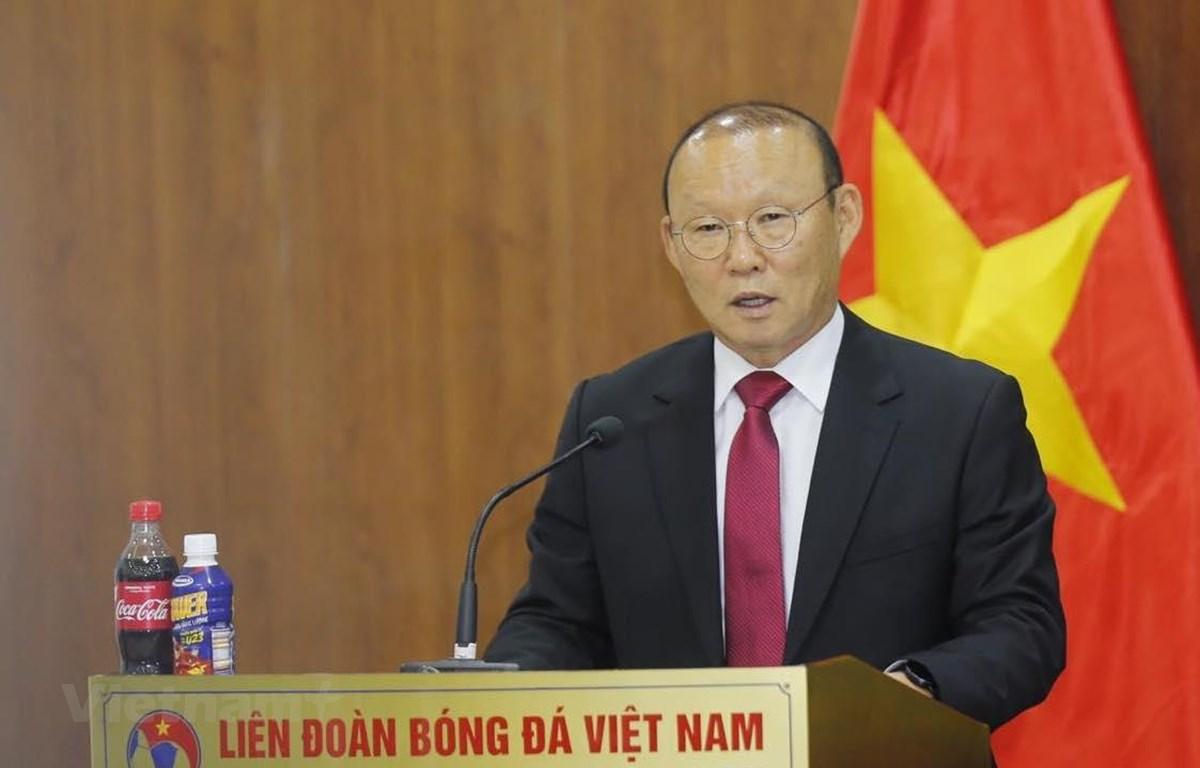 Huấn luyện viên Park Hang-seo gửi lời cảm ơn tới bầu Đức vì đã kết nối ông tới với bóng đá Việt Nam. (Ảnh: Nguyên An)