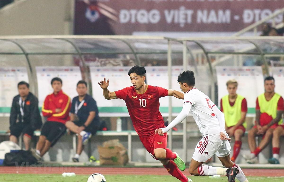 Công Phượng được đồng đội, huấn luyện viên Park Hang-seo động viên nhiều khi thi đấu chưa tốt. (Ảnh: Nguyên An/Vietnam+)