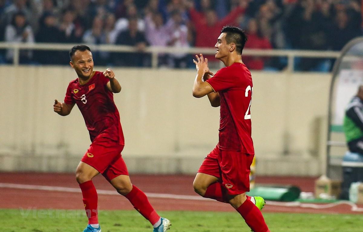 Tiền đạo Tiến Linh ăn mừng hạnh phúc sau khi ghi bàn vào lưới đội tuyển UAE. (Ảnh: Nguyên An)