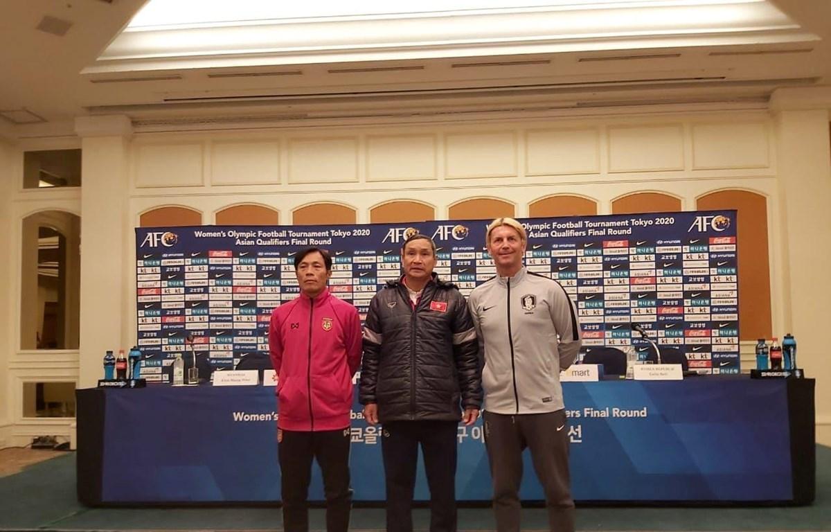Huấn luyện viên Mai Đức Chung tham dự phần họp báo trước khi vòng loại cuối cùng Olympic Tokyo 2020 khởi tranh. (Ảnh: VFF)