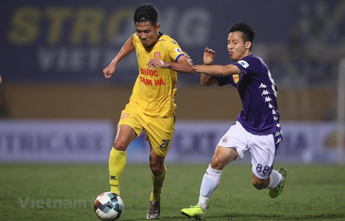 Vòng 2 V-League 2020 diễn như dự kiến trên các sận vận động không có khán giả. (Ảnh: Nguyên An/Vietnam+)