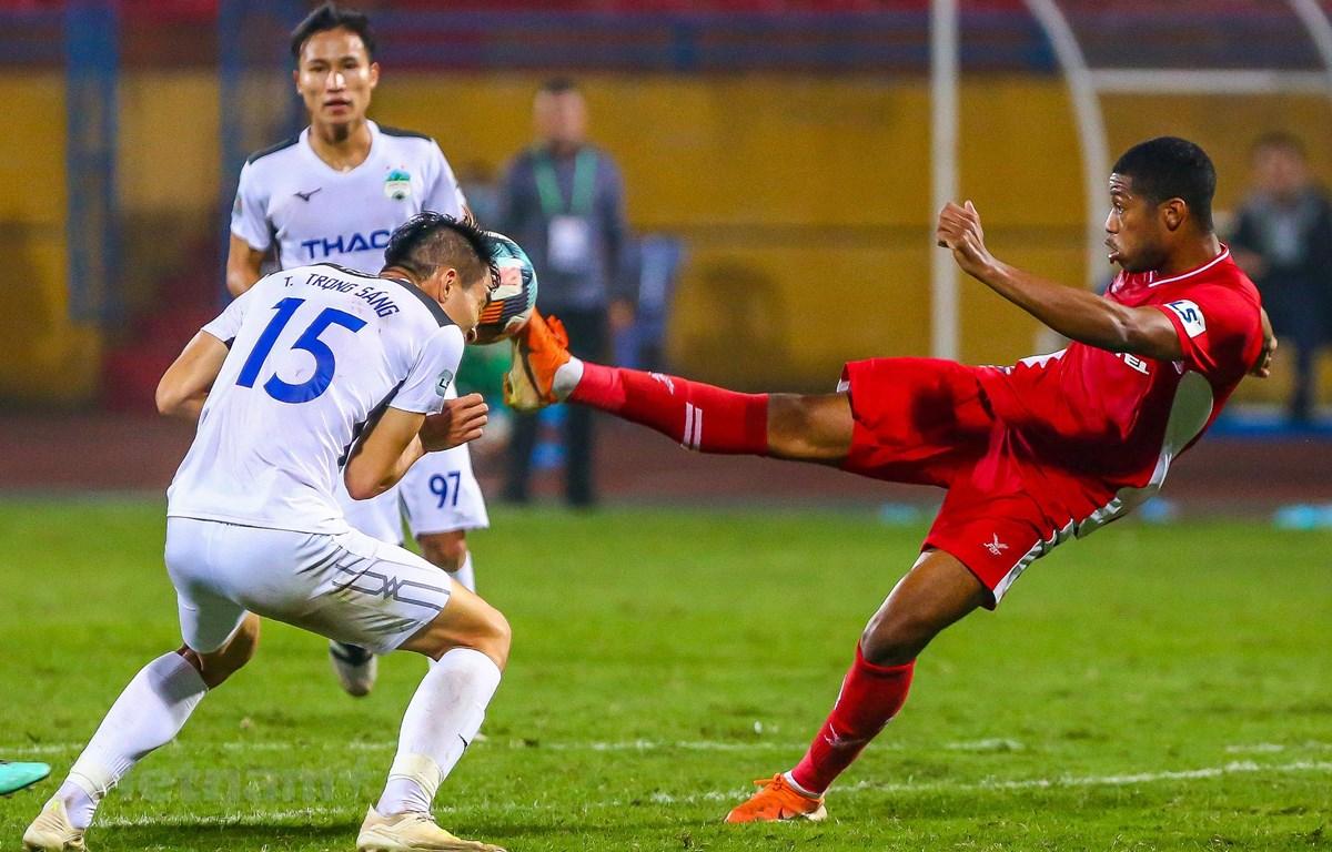 V-League 2020 tạm hoãn giúp các đội bóng có thêm thời gian hoàn thiện và khắc phục nhược điểm sau hai vòng đấu đầu tiên. (Ảnh: Nguyên An/Vietnam+)