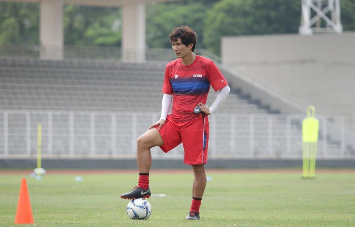 Trợ lý huấn luyện viên tuyển Indonesia, ông Gong Oh-Kyun được xác định nhiễm COVID-19 hôm 3/4. (Ảnh: PSSI)