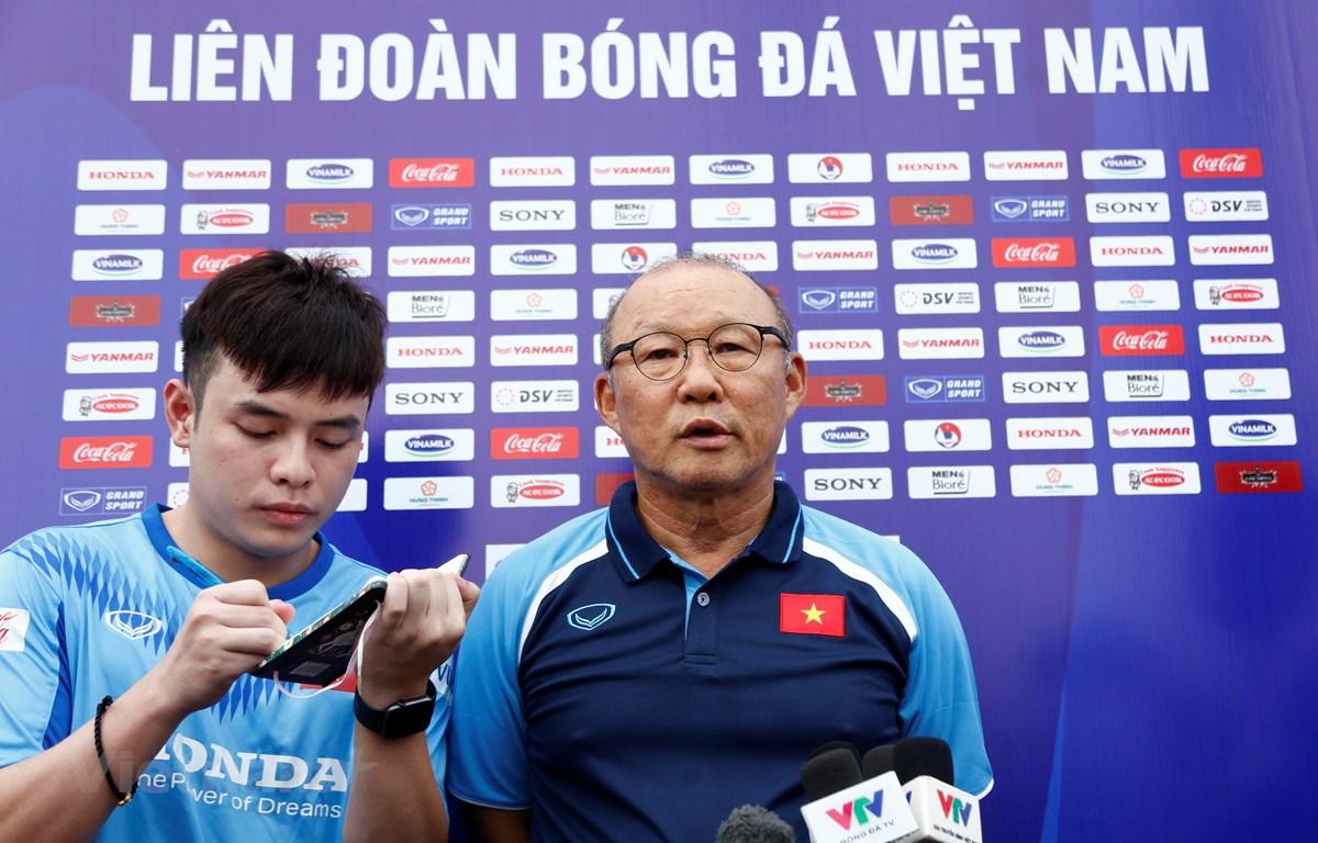 Huấn luyện viên Park Hang-seo trả lời phỏng vấn báo chí chiều 2/7. (Ảnh: Phương Linh/Vietnam+)